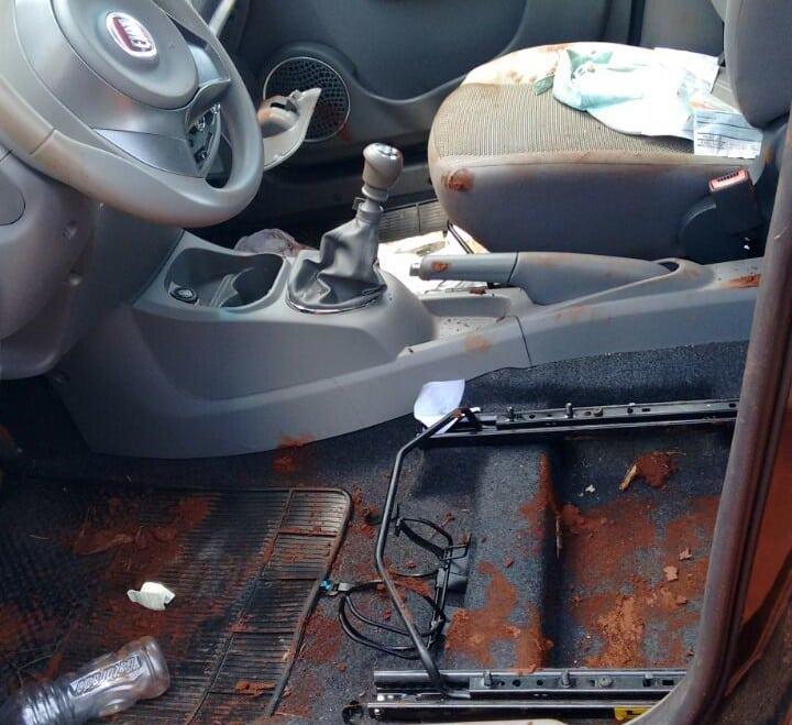 O banco do motorista também foi levado pelos bandidos (Foto: Arquivo Pessoal/Divulgação)