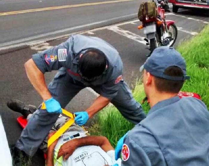 Socorrido, o motociclista foi levado ao pronto-socorro de Paraguaçu Paulista (Foto: i7 Notícias)