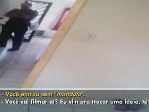 Vídeo mostra policial já dentro da casa (Foto: Reprodução / TV TEM)