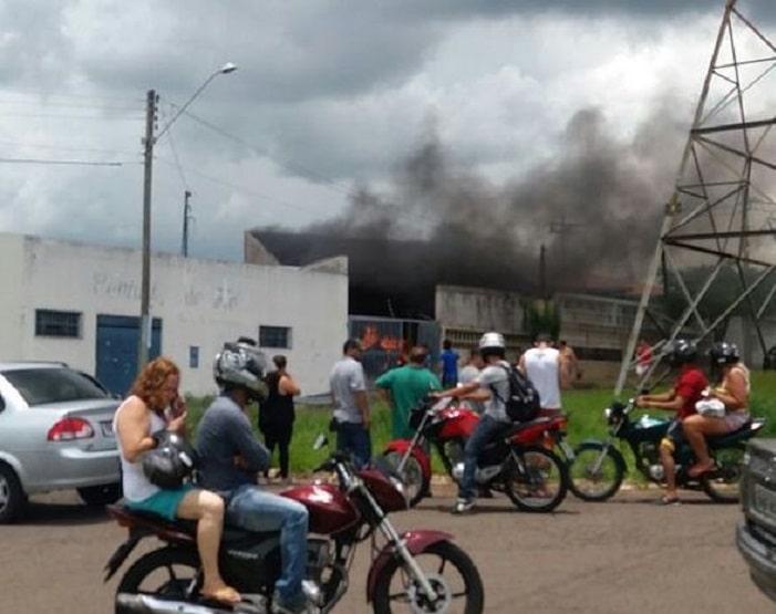 Carro pegou fogo dentro de garagem (Foto: Arquivo Pessoal)