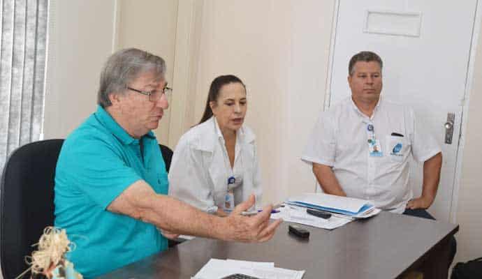 O provedor da Santa Casa, Osmir Zancanaro, e a enfermeira chefe do hospital, Lucilene Toneli, explicaram toda a situação (Foto: Manoel Moreno)