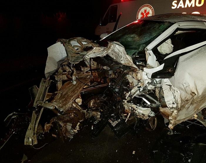 Motoristas dos dois carros morreram (Foto: Corpo de Bombeiros/Divulgação)
