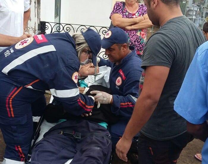 Idoso foi socorrido após escorregar e ficar preso em grade (Foto: José Luiz Barbosa/ Arquivo pessoal)