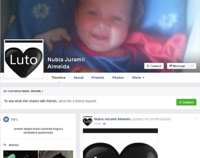 Mãe da criança postou foto de luto na página da rede social (Foto: Reprodução/Facebook)