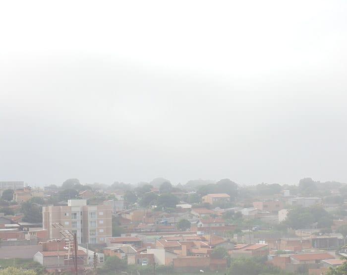 Domingo amanhece com forte neblina no município de Assis (Foto: Diego Di Paula/AssisNews)