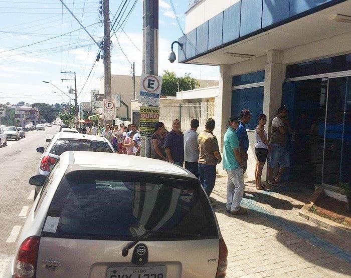 Sindicato constata mais de 2 horas em fila de espera na Caixa