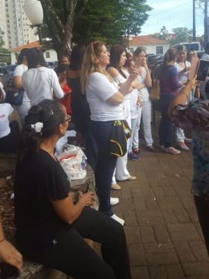 Funcionários paralisaram as atividades nesta terça-feira (Foto: Fabrício Couto/ Divulgação )