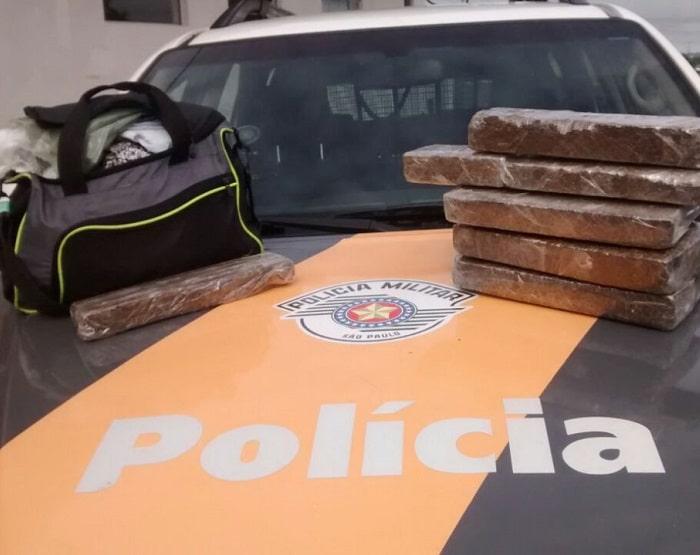 Droga era transportada por passageira de ônibus abordada em Presidente Prudente (Foto: Cedida/Polícia Militar Rodoviária)