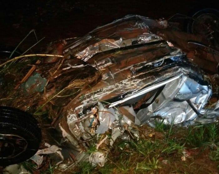 Carro foi localizado destruído a 5 km de distância da cratera (Foto: Marcelo Gardim/ Arquivo pessoal )