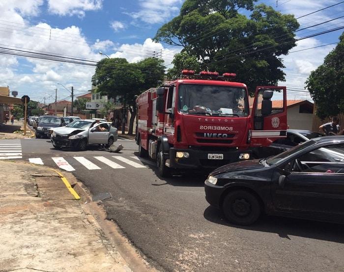 Três veículos se envolveram no acidente (Foto: Jéssica Simões/Arquivo Pessoal)