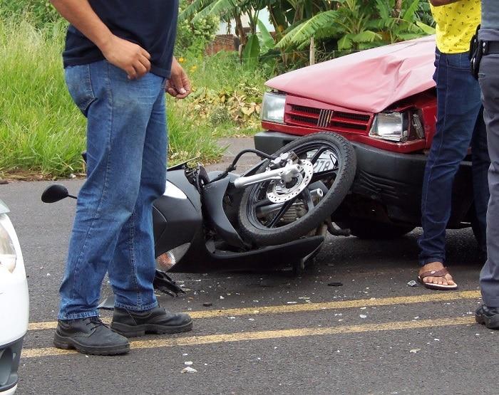 Carro e moto se envolveram em acidente em Marília (Foto: Arquivo Pessoal)