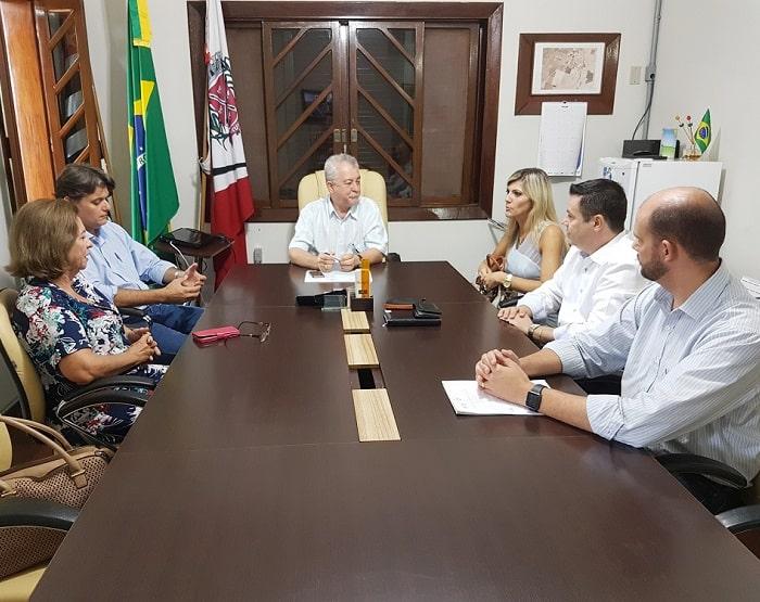 Prefeito Oscar Gozzi se reúne com Juíza e define implantação do CEJUSC em Tarumã