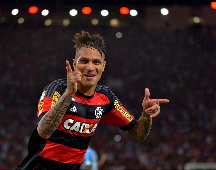 'Feliz', Guerrero triplica média de gols e comanda Flamengo 100% em 2017 (Foto: FuturaPress)