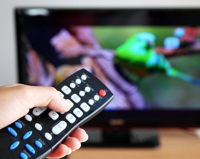 Consumo de TV aberta continua firme e forte no país, nas 24 horas do dia e em horário nobre