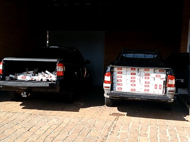 Carros com cigarros foram apreendidos em casa de Marília (Foto: Reprodução/TV TEM)