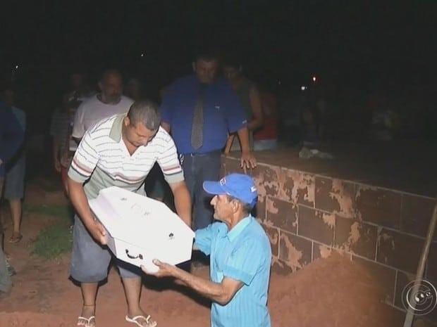 Bebês foram trocados no necrotério e túmulo foi violado (Foto: Reprodução / TV TEM)