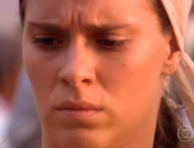 """Globo corta testa de Maria do Carmo (Carolina Dieckmann) em imagem esticada de """"Senhora do Destino"""" (Imagem: Reprodução/TV Globo)"""