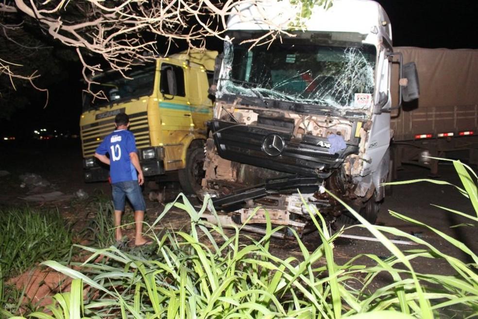 Duas carretas se envolveram no acidente em Marília (Foto: Campestre FM / Divulgação )
