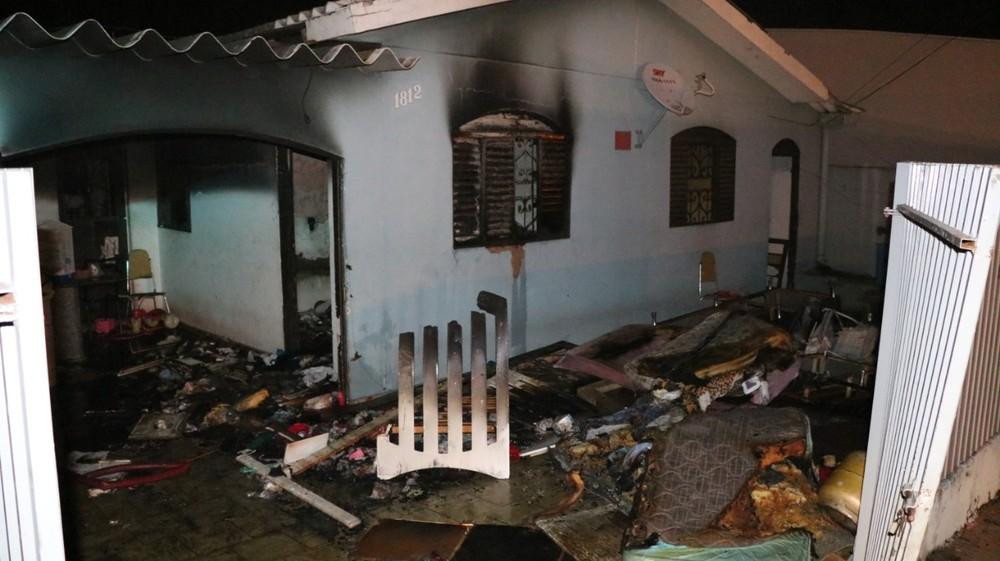 Ninguém estava na casa no momento do incêndio; pais e avó de Sophia foram presos na quarta-feira (19) — Foto: Fatoatual.com