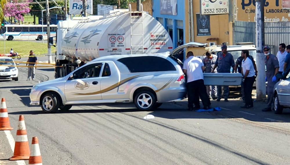 Adolescente morre atropelada por carreta em avenida de Lins — Foto: NovaTV/Divulgação