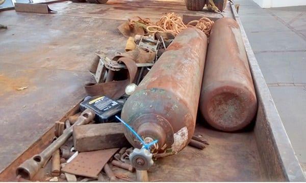Suspeitos abandonam caminhão durante tentativa de furto de trilhos de trem em Cândido Mota