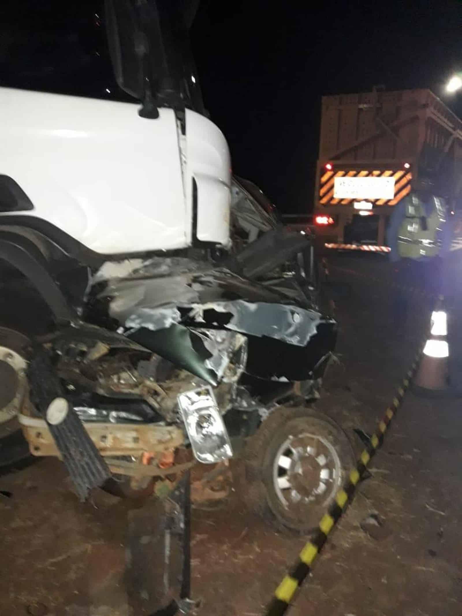 Acidente ocorreu na noite desta quarta-feira (10), na rodovia Transbrasiliana, em Promissão (SP) — Foto: J. Serafim/Divulgação