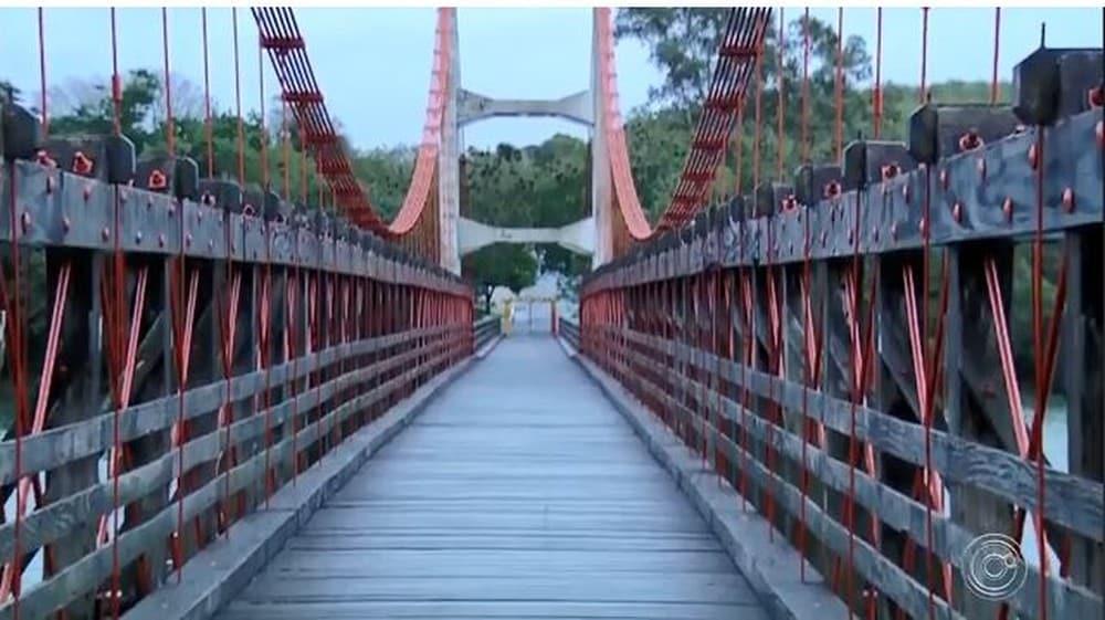 Ponte foi utilizada por soldados paulistas durante o confronto com os soldados federalistas na Revolução de 1932. — Foto: Reprodução TV TEM